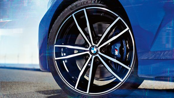 M Sportbremse mit blau lackierten Bremssätteln mit M Schriftzug