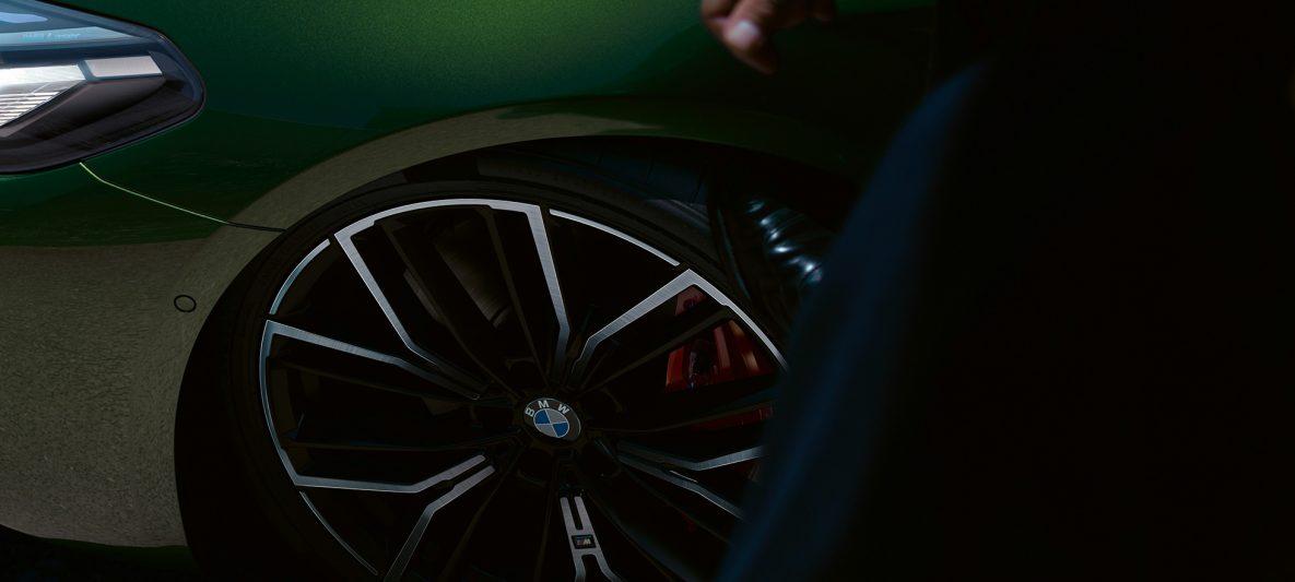 "20"" M Leichtmetallrad mit M Sportbremse in Rot BMW M550i xDrive Limousine G30 LCI Facelift 2020"
