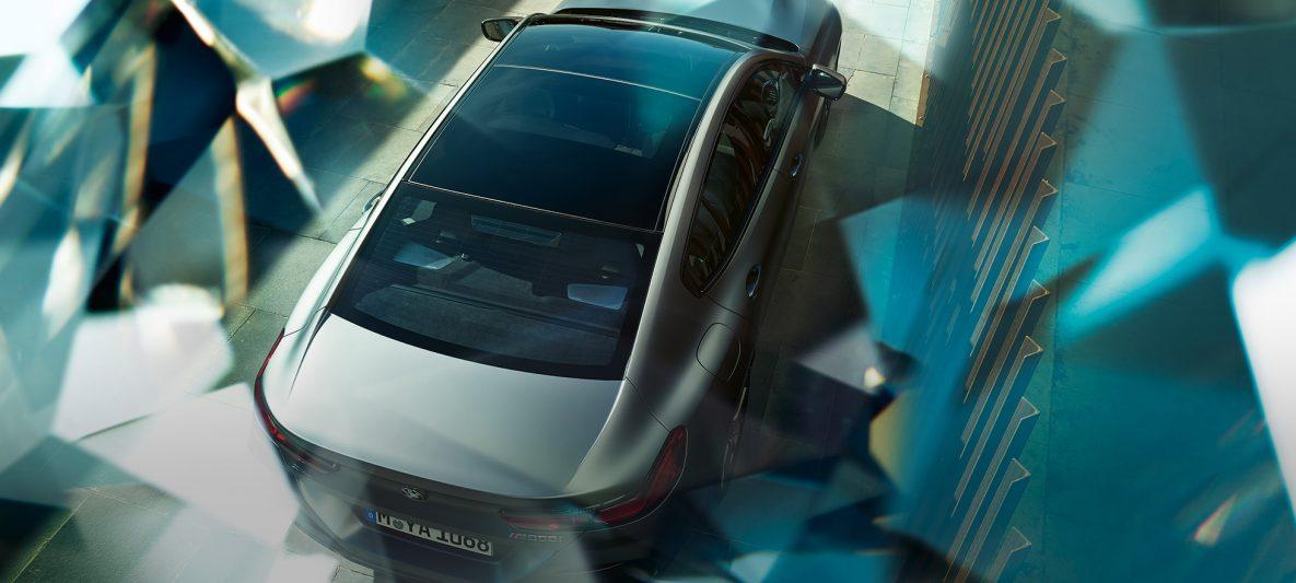 Panorama-Glasdach BMW M850i xDrive Gran Coupé G16 2019 BMW Individual Frozen Bluestone metallic Vogelperspektive