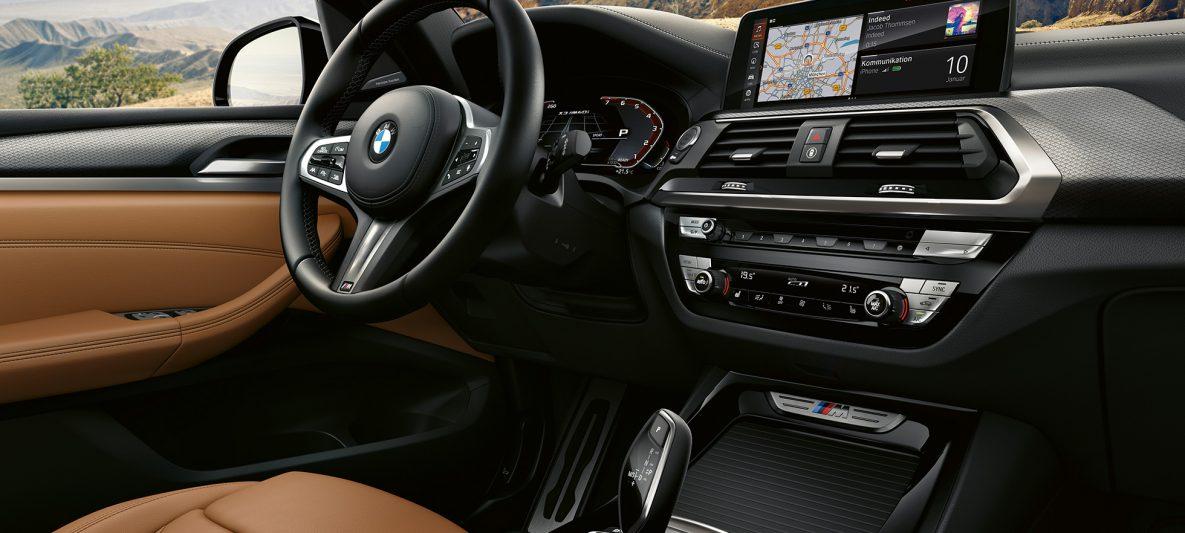 BMW X3 M40i, Lenkrad und Dashboard
